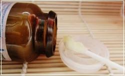 Перед нанесением салициловой мази кожу тщательно очищают