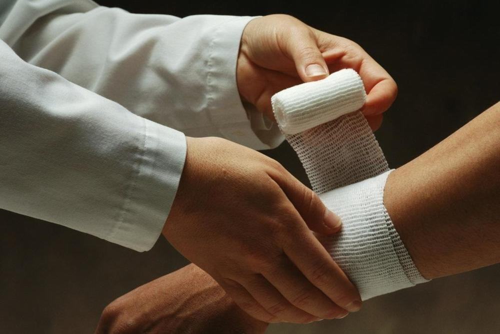 Препарат на наносят на стерильную салфетку и прикладывают к коже