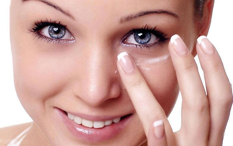 Гель наносят на кожу массирующими движениями