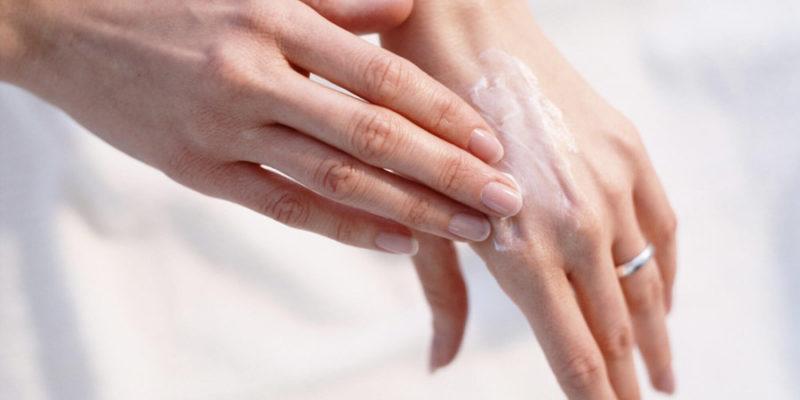 Мазь втирают в пораженные участки кожи