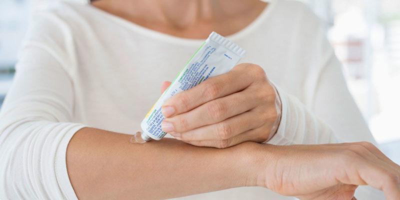 Препарат наносят на поврежденный участок кожи