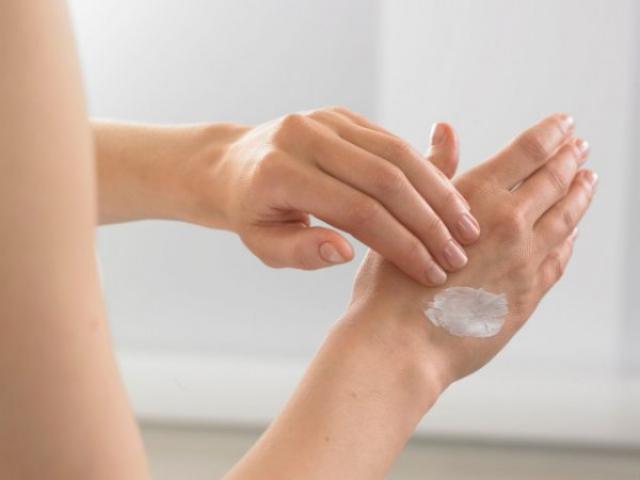 Препарат втирают в пораженные участки кожи