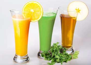 Рекомендуются свежевыжатые соки принимать вместе с касторкой
