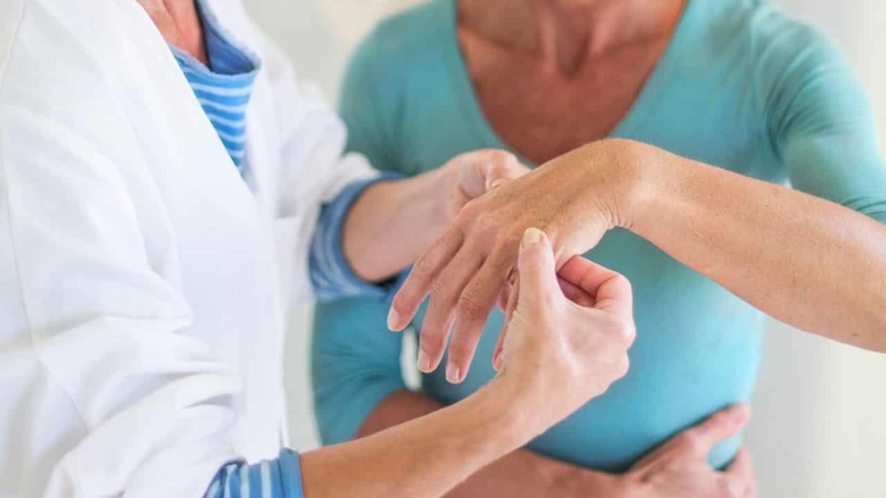 Обращение к врачу-ревматологу