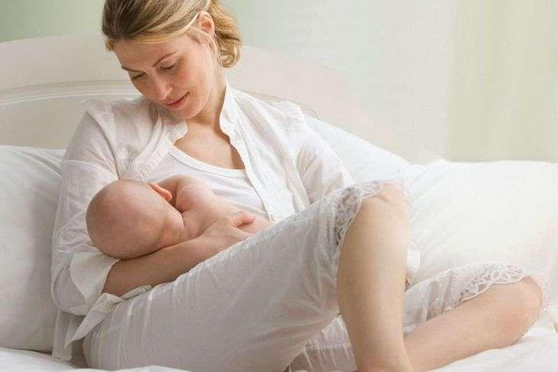 Кремы от растяжек допускается применять при грудном вскармливании