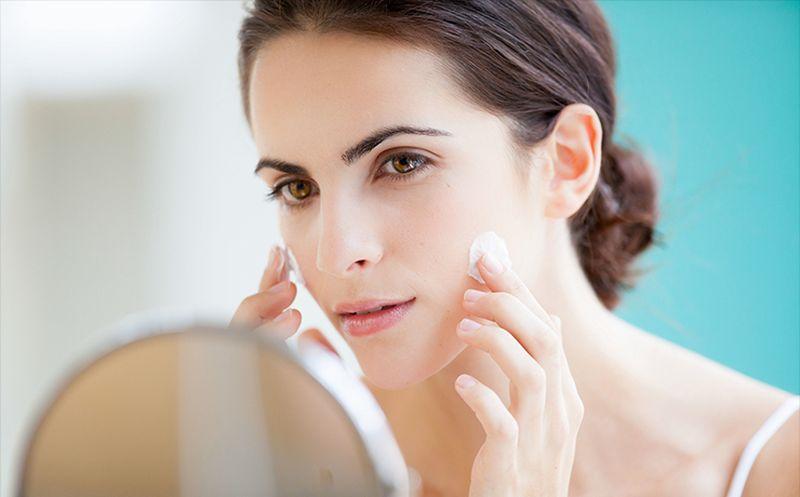 Средство можно использовать для устранения сухости кожи лица