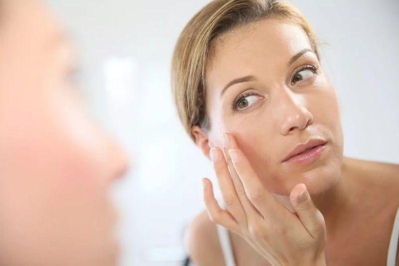 Лечение прыщей и сыпи на лицу с помощью Комфодерма