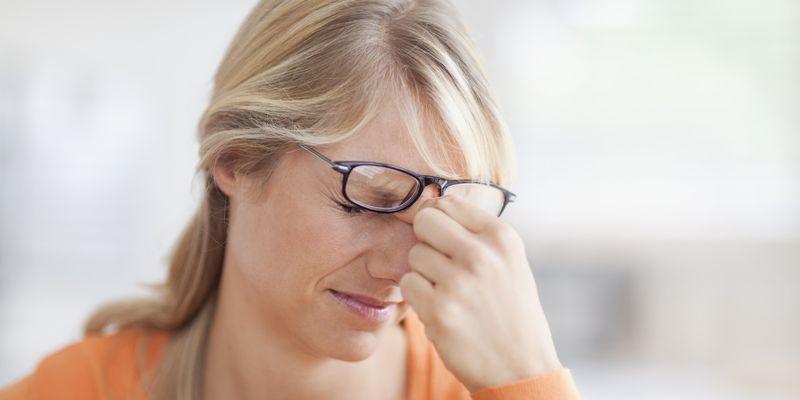 Капли помогают снять неприятные ощущения в глазах