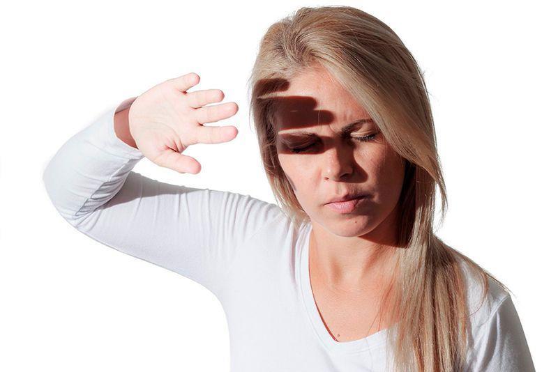 Средство может вызвать появление аллергии в виде жжения, зуда или светобоязни
