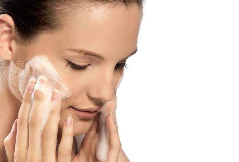 Средство нужно наносить на очищенную кожу