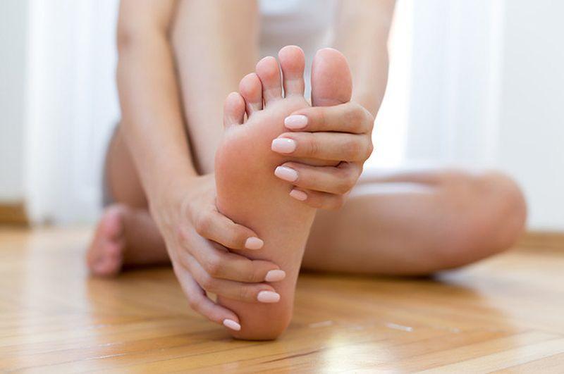 Мазь от мозолей и натоптышей на ногах: кератолитические и другие противомозольные препараты, показания к применению, народные средства, рецепты приготовления, отзывы